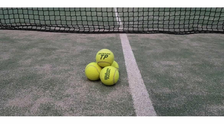 alto brazo Etna  Existen diferencias entre las pelotas de tenis y las de pádel? Te sacamos  de dudas!